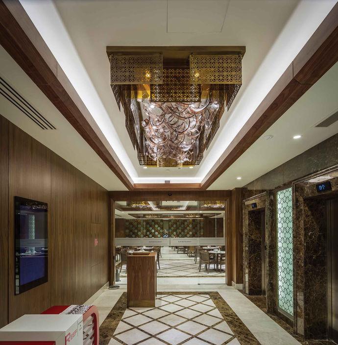 MERCURE HOTEL TOPKAPI- ISTANBUL RESTAURANT ENTRENCE / PLAFONIERA