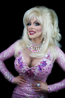 Gigi as Dolly Parton. Photo by Nathan Buendia