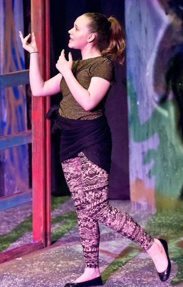 Theatre_25Jul2014_hhe_1466-Alyssa_Fields_as_Kaa