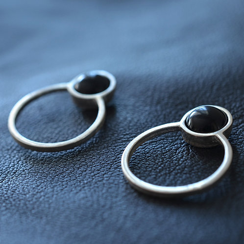 BETTY EARRINGS IN ONYX
