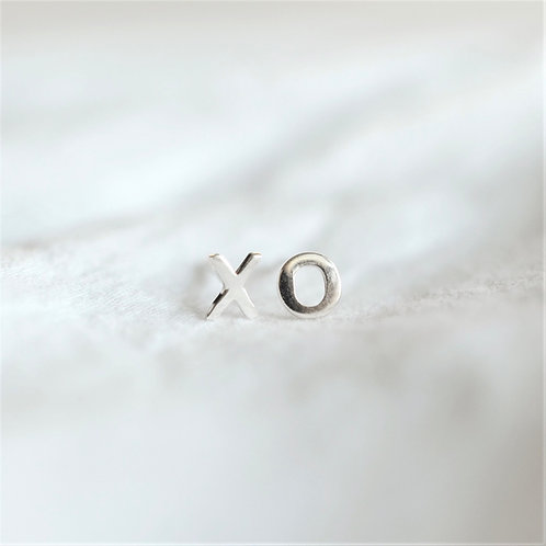 X + O studs