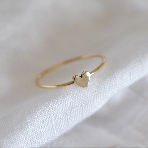 9ct Gold ring with heart