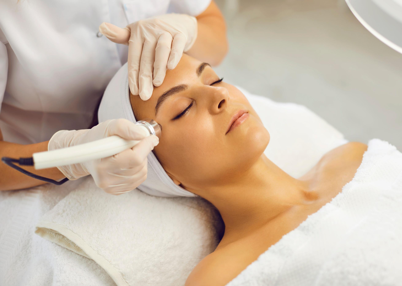 Custom Facial + Eye-lift  Therapy