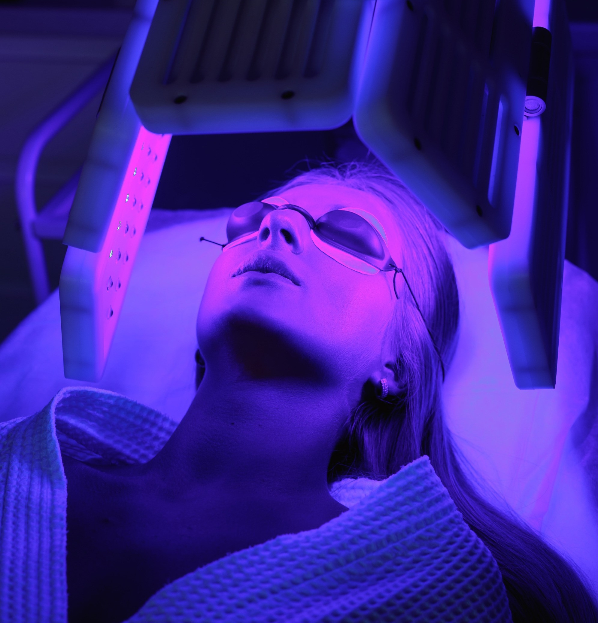 Acne treatment with W/ LED Therapy