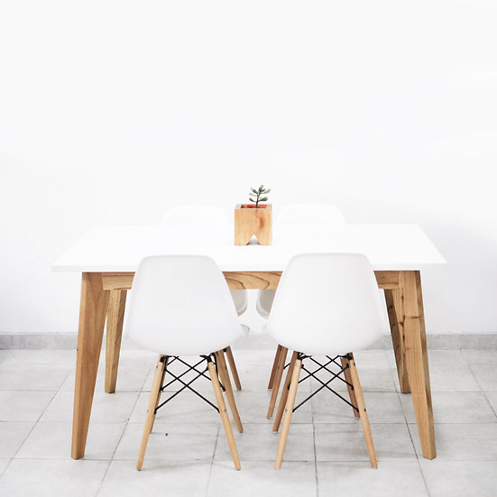 mesa lado 4 sillas eames blancas - Sillas Eames