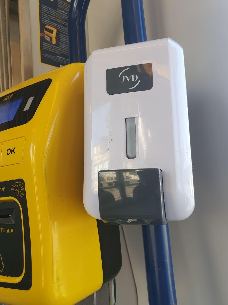 Dispenser gel su ogni tram