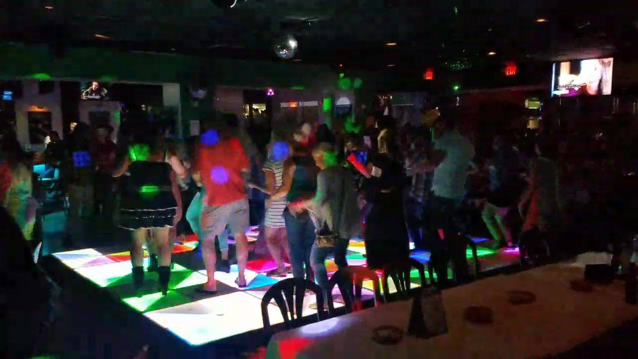 To the RIGHT TO THE RIGHT TO THE LEFT TO THE LEFT HAHAHAHA THAT'S COOLLL. AT THE 80'S DISCO CLUB IN DANIA BEACH