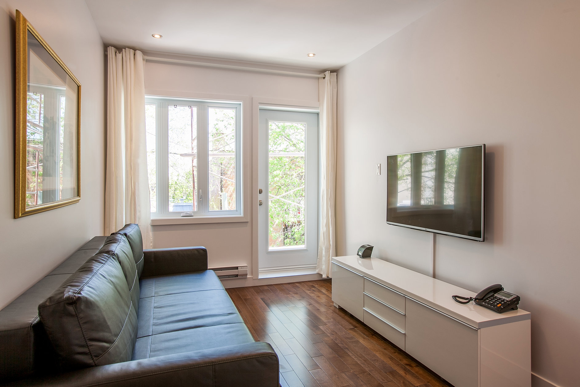 Lux montreal vacation rentals for Cabin rentals in montreal canada