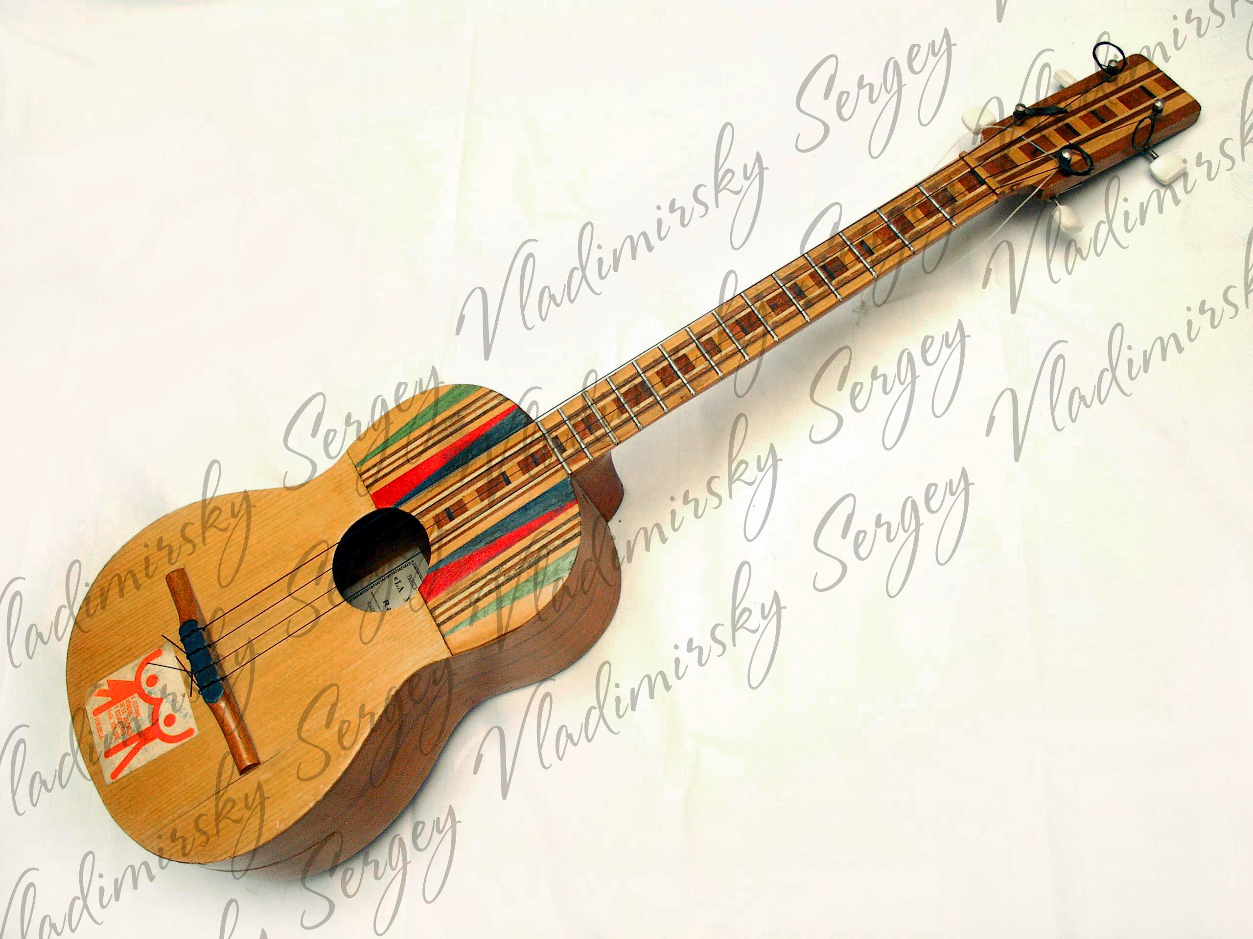 Венесуэльская гитара Куатро