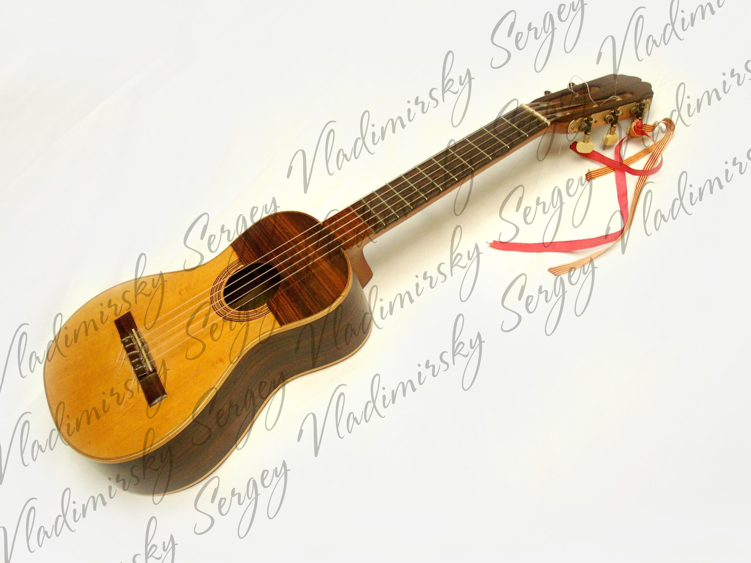 Майоркинский гитаррон
