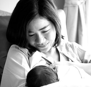 Mother%20breastfeeding%20her%20newborn%2