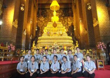 Students CLC Wat Arun.jpg