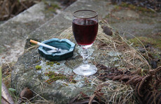víno a cigáro