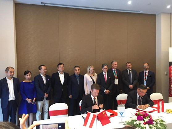 Signing with CITIC Group witnessed by Margarete Schramboeck, Austrian Minister of Economy