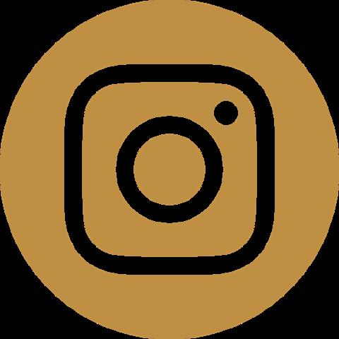 Schöne Heldin auf Instagram folgen
