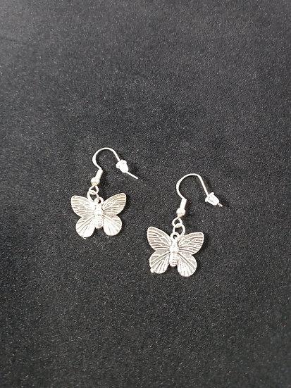 Detailed butterfly earrings