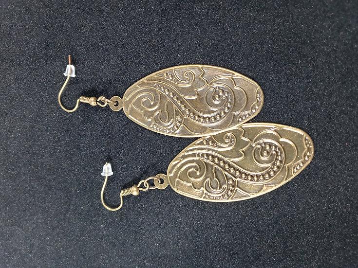 Decorative oval earrings