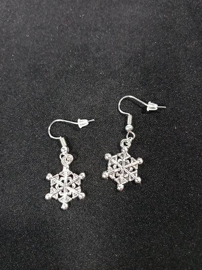 Tiny snowflakes earrings