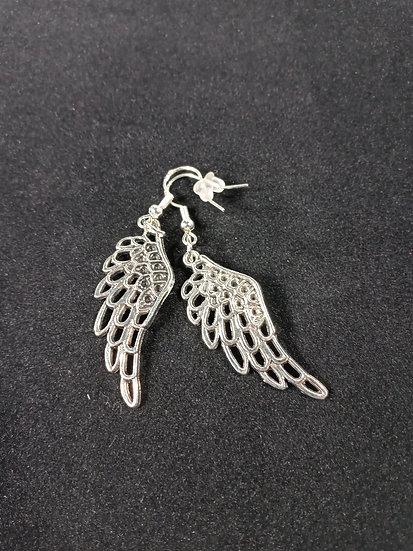 Hollowed wing earrings