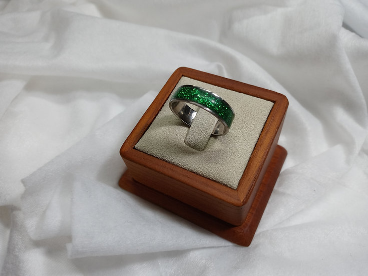 Stainless steel ring w/ green glitter inlay