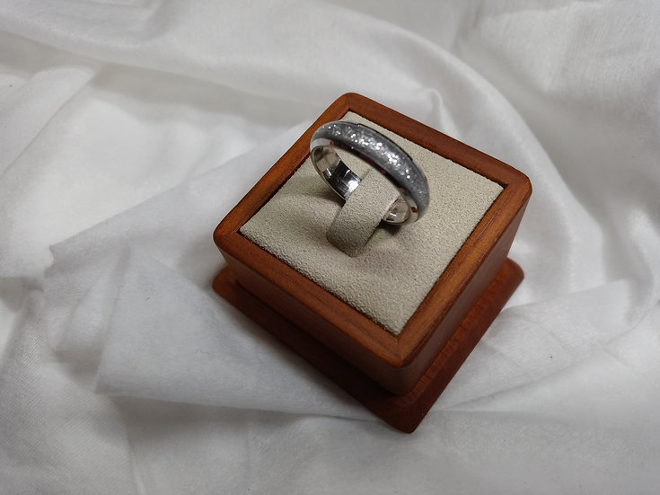 Stainless steel ring w/ silver glitter inlay