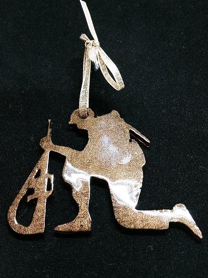Kneeling soldier ornament