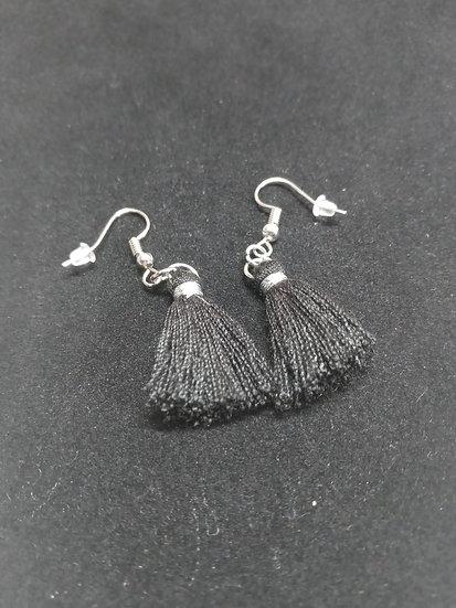 Dangly string earrings (black)