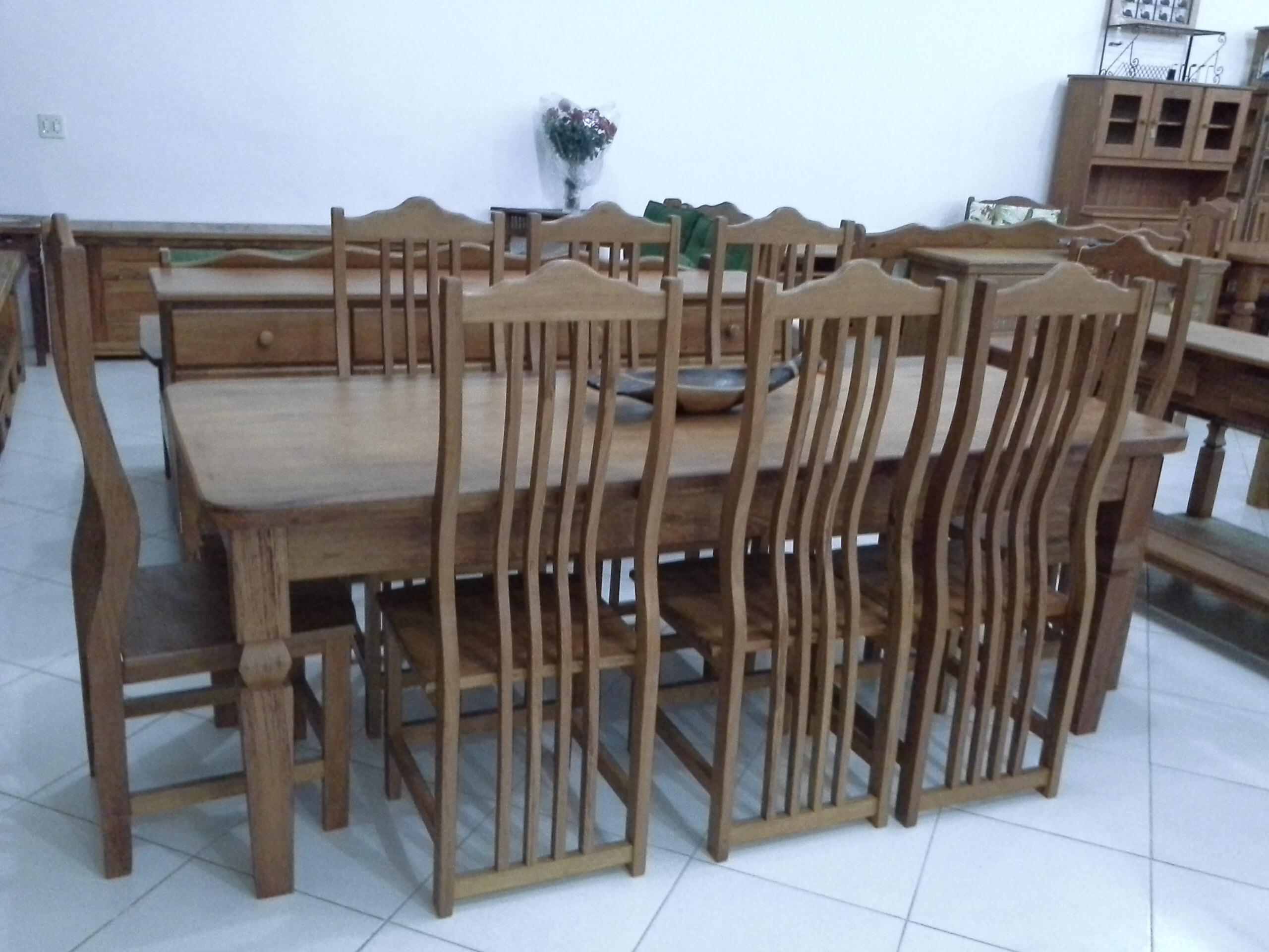 Mesa_pé_diamante_com_cadeiras_da_onda