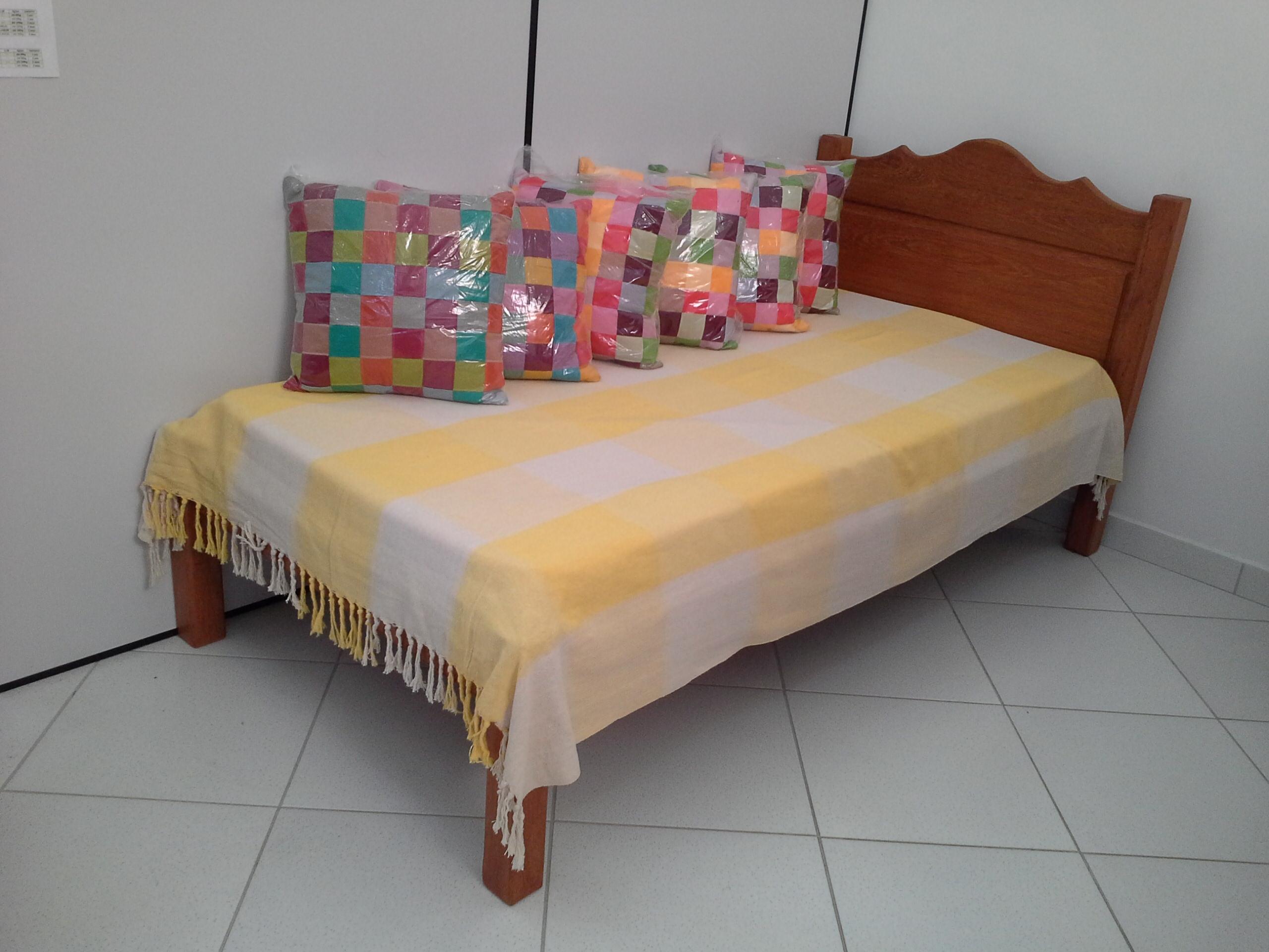 Cama de solteiro almofadada (2)