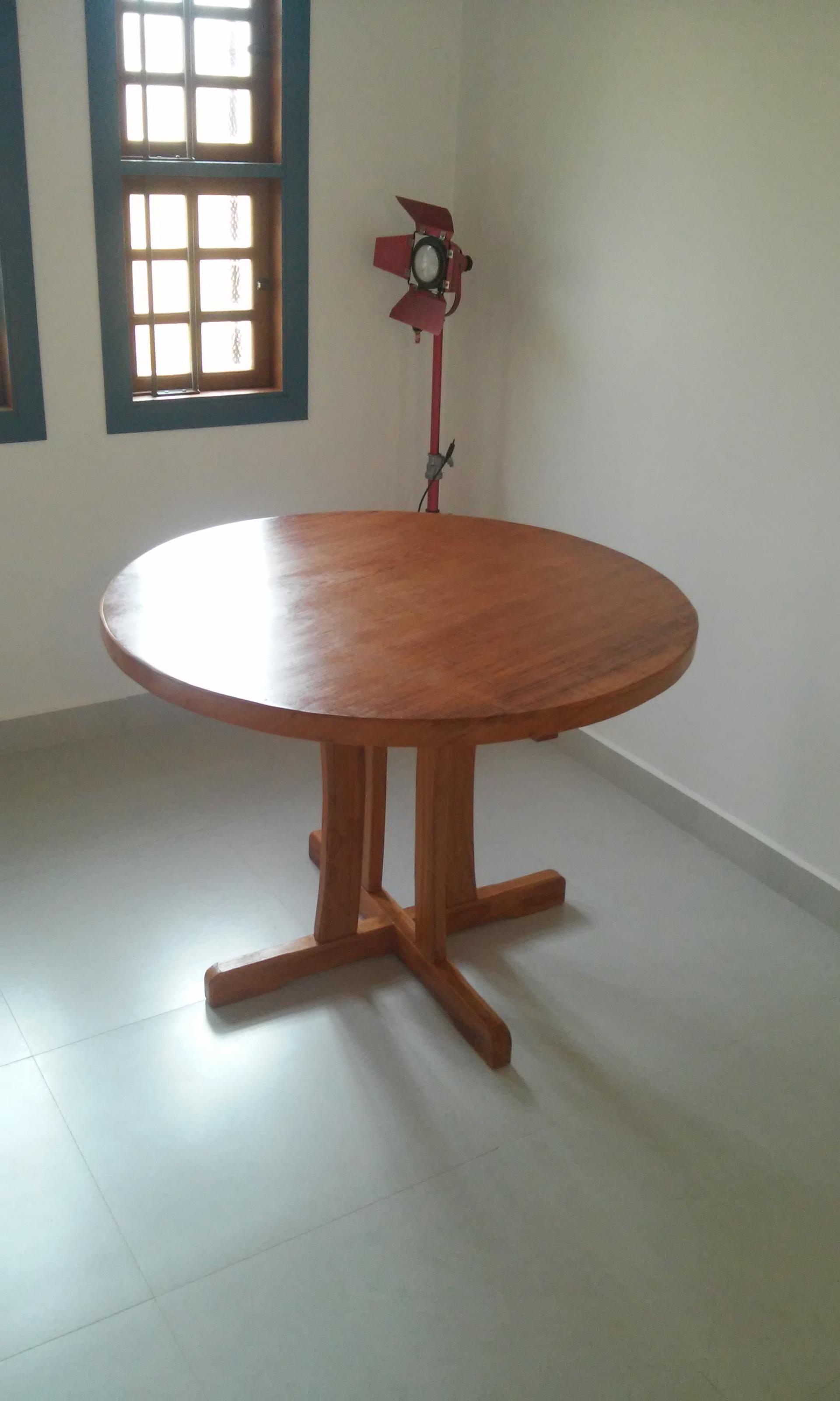 Mesa_Redonda_pé_Pedestal