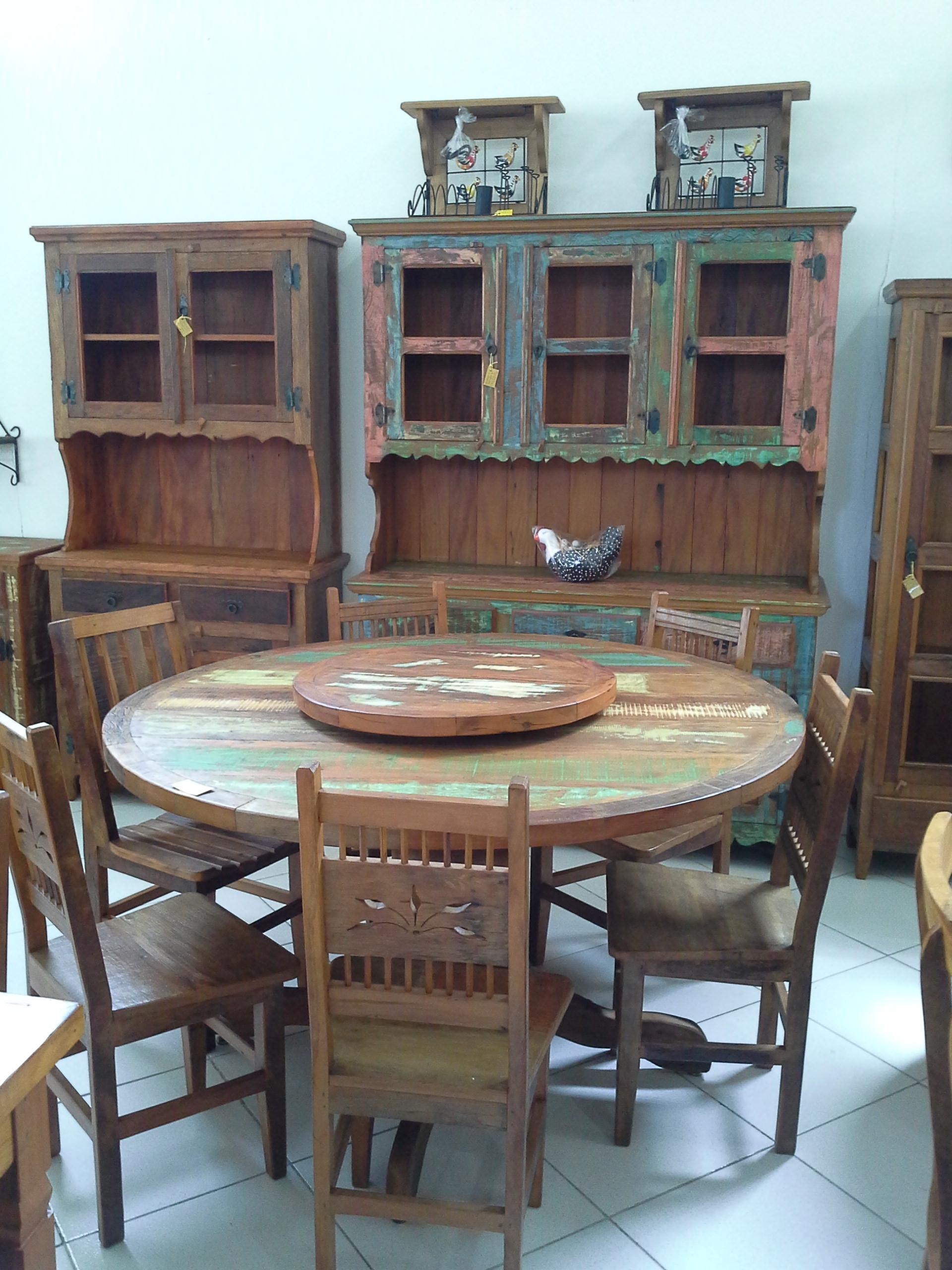 mesa_de_demolição_redonda_com_tampo_giratório_e_cadeiras_folha