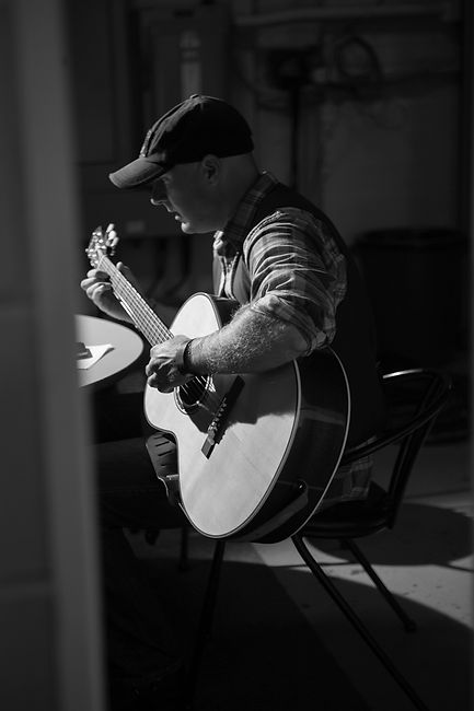 music portrait, musician, music studio, person, man, male, isolated, bts picture, casual, documentary, candid picture, hipster, country singer, performer, guitarist, play, sing, pr picture, media kit, press kit, promotional picture, instagram promo content, content creator, photographer toronto
