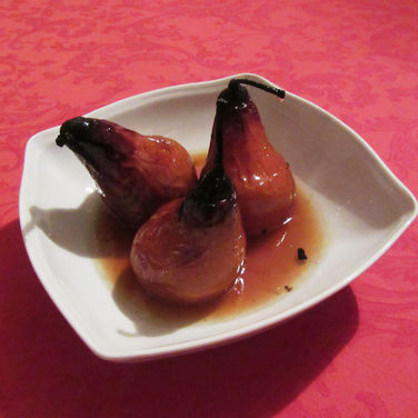 Baked pears in wine