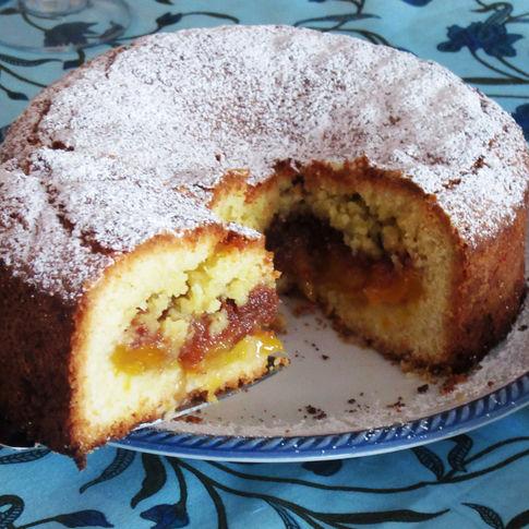 Peaches and amaretti cake