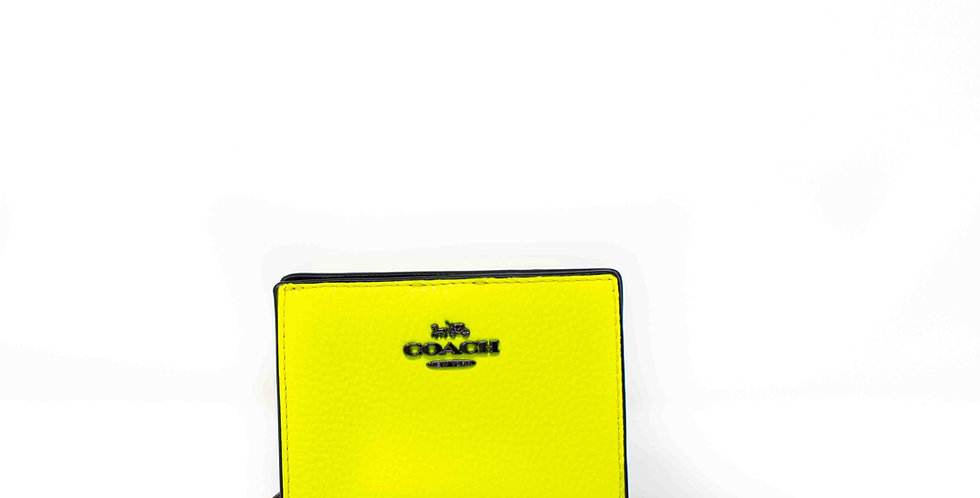 Monedero Coach amarillo fluorescente de piel