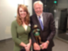 """Phil Knight received Yell """"O"""" bronze at the University of Oregon 2012 Hall of Fame"""