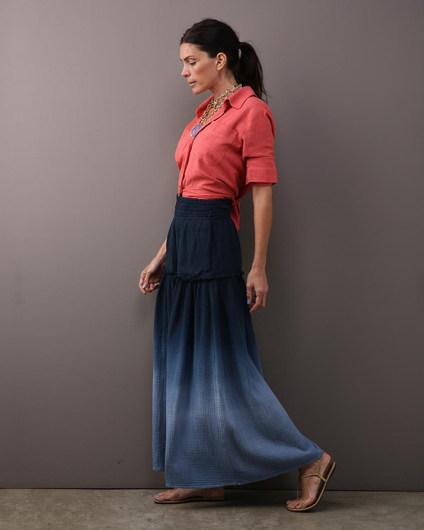Saia cós elástico double gauze degrade azul $520 Camisa envelope linho vermelho $390