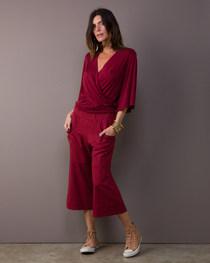 Blusa cache coeur manga ampla tricot vinho $340 Calça pantacourt bolso circular tecno vinho $390 