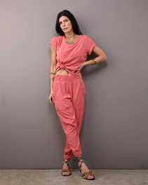 Camiseta Quadrada Stoned Rosê $280 e Calça Barra Afunilada Stoned Rosê $460