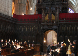 Gloucester Cathedral Choral Evensong May 2009 crop2.jpg