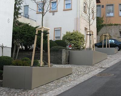 Stadtmobiliar: Baumbeeteinfassung als Sonderanfertigung in Böblingen.