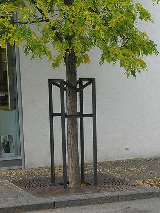 IFF 300, quadratisches Baumschutzgitter mit variabler Seitenlänge.