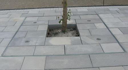 Auspflasterbarer Baumrost als Sonderanfertigung nach der Fertigstellung.