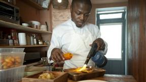 Comedores se alegram como mais chefs na diáspora africana ganhar estrelas Michelin