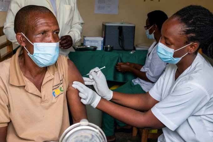 Vacinação em Ruanda: começo somente na semana passada