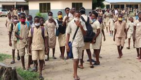As escolas do continente africano se esforçam para voltar às aulas