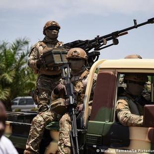 União Africana suspende Mali após segundo golpe militar