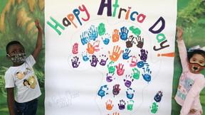 Crianças celebram o Dia da África