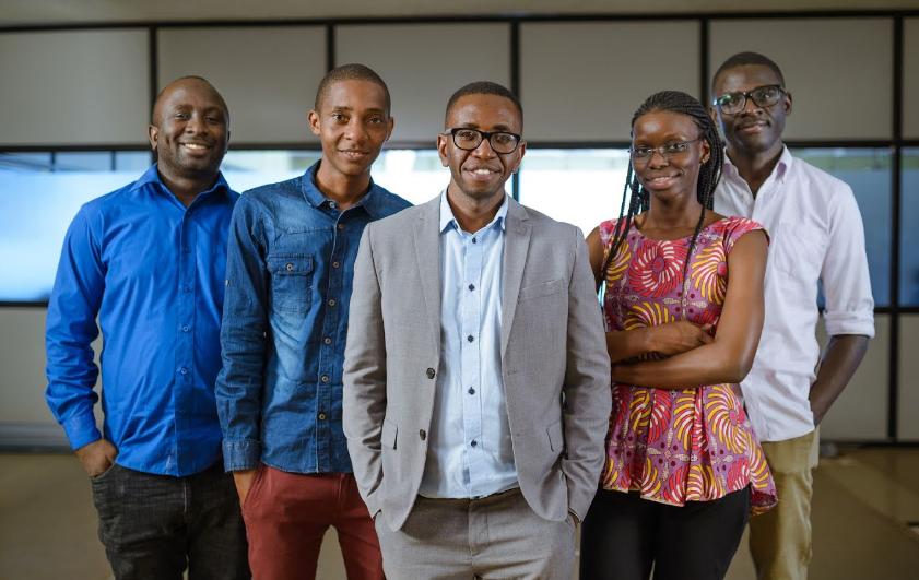 Engineer e a equipe da Univesidade Makerere