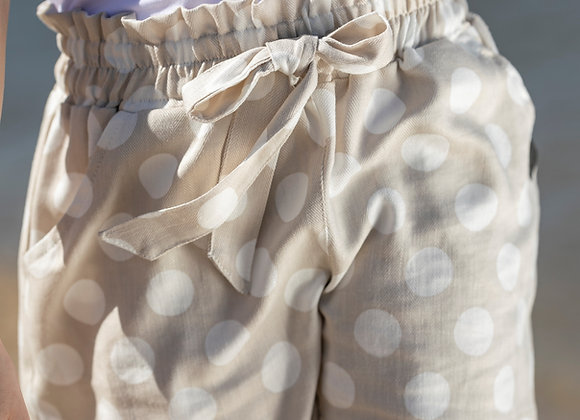 BEIGE SHORTS WITH WHITE DOTS